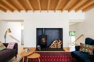Камины в интерьере гостиной: как подобрать? Камины электрические в интерьере: плюсы и минусы